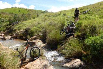 Jazda rowerem w Ampefy, w regionie Itasy, na obrzeżach Antananarywy