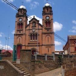 Visite de la cathédrale d'Ambozontanty