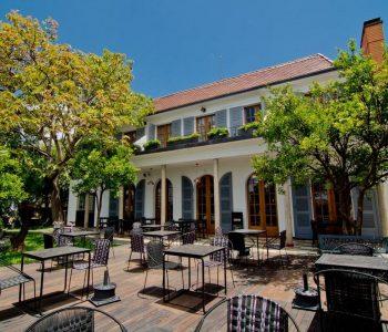 Terrasse et bâtiment dur estaurant Citizen a Antananarivo