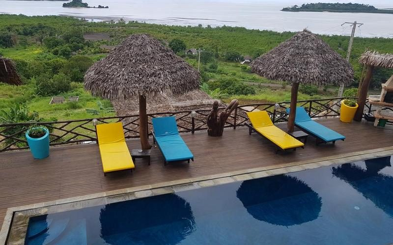 pool and sun loungers Villa Nosy Relaxation in nosy be