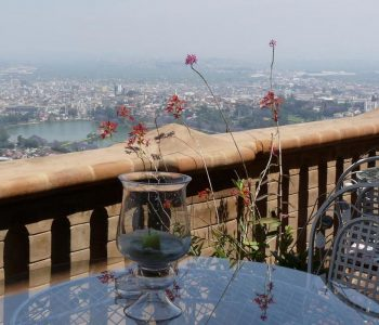 Vue de jour sur la terrasse du restaurant Lokanga à Antananarivo