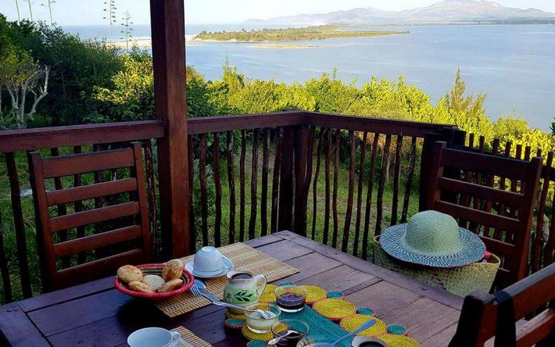 Vue sur la mer du restaurant de l'hôtel Andriambe Lodge à Fort Dauphin