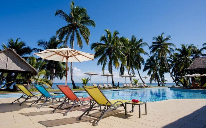 transats piscine soanambo hotel sainte marie